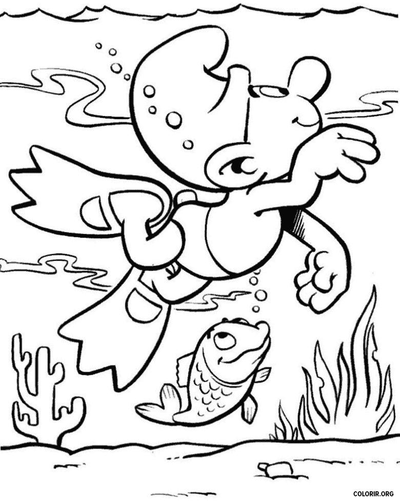 Smurf nadando com um peixe