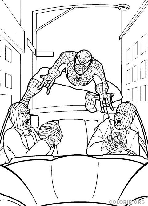 Homem Aranha evitando fuga de ladrões