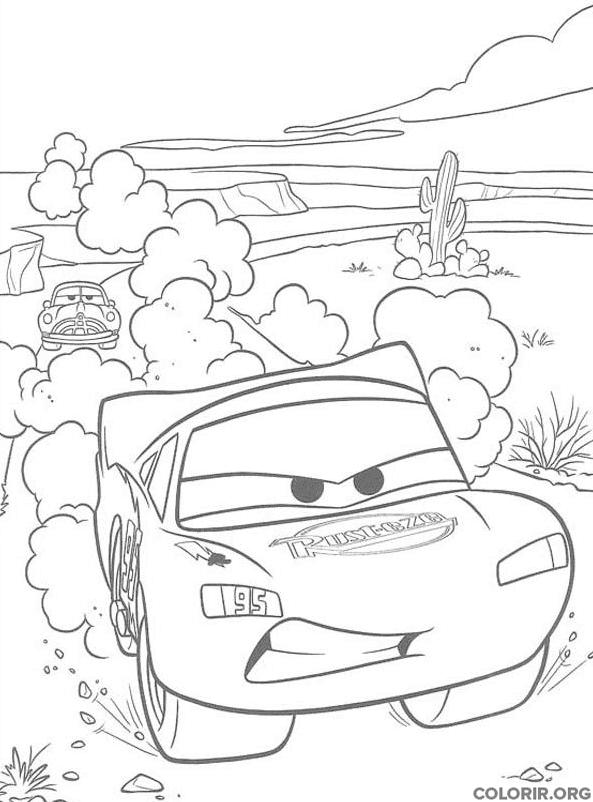 Relâmpago McQueen na estrada de terra