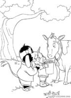 Piggley e Fernandes alimentando vaca